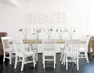 White-beach-dining-de-89656312