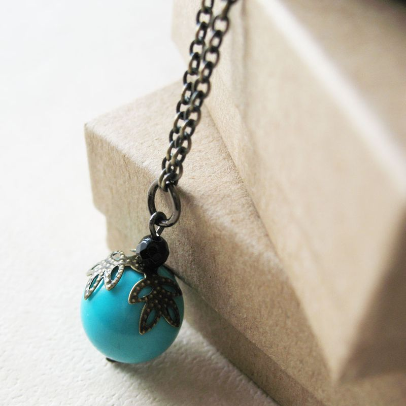 Single_seafoam_bead_necklace5