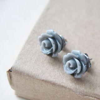 Gray_flower_earrings